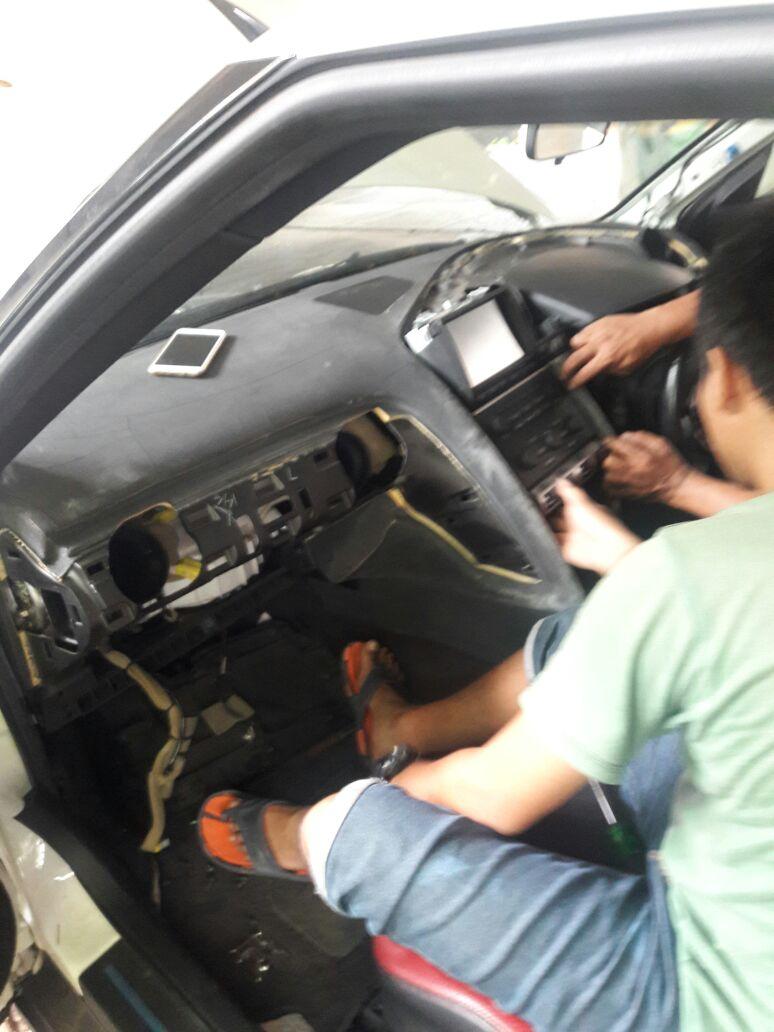 Perbaikan dashboard Nissan Teana